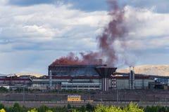 从冶金植物的烟雾 免版税图库摄影
