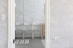 从到等待里的大厅概念的门道入口视图 免版税图库摄影