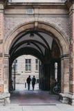 从剑桥大学,英国走出去的学生 库存图片