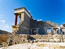 从北入口的后部的视图对Knossos宫殿的 免版税库存照片