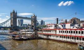 从南银行,伦敦的塔桥梁 免版税库存照片