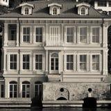 从博斯普鲁斯海峡的伊斯坦布尔建筑学 库存图片