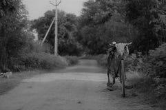 从印地安村庄的葡萄酒自行车 免版税库存图片