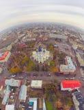 从发展大厦飞行寄生虫,运输的顶视图空中照片 图库摄影