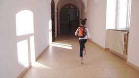 从后面非洲学生的看法与运行到教训的背包 影视素材