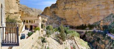 从圣乔治修道院的全景战胜,在耶路撒冷附近的旱谷Kelt 免版税库存照片