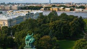 从圣以撒` s大教堂的顶视图在圣彼德堡,俄罗斯 结构 库存照片