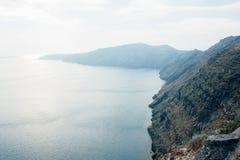 从圣托里尼的看法有海和山的 图库摄影