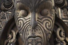 从圣洁的神的木毛利人面具 免版税库存照片
