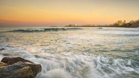 从圣玛丽亚海滩卡迪士西班牙的卡迪士地平线 库存照片