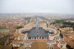 从圣皮特圣徒・彼得的大教堂,梵蒂冈的看法 免版税库存图片