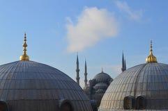 从圣索非亚大教堂的看法蓝色清真寺的 库存图片