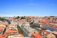 从圣诞老人justa监视的看法在里斯本,葡萄牙,dom佩德罗IV地方的方向的 库存图片