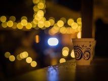 从圣诞节市场的一个papier杯子 库存照片