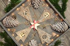 从圣诞节装饰、样式和设计观念的背景 免版税库存照片