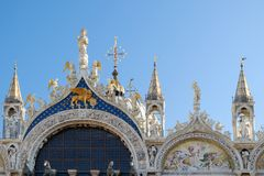 从圣Marco门面的上部的建筑细节  库存图片