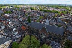 从圣Martins大教堂的塔的顶端鸟眼睛视图晴天 街道美丽的风景照片  免版税库存照片