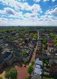 从圣Martins大教堂的塔的顶端Arial视图晴天 乌得勒支的历史的中心美丽的景色  免版税图库摄影