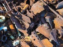 从在山找到的第二次世界大战的生锈的炸弹药筒在沟槽穆斯塔Tuntury Rybachy附近 库存图片
