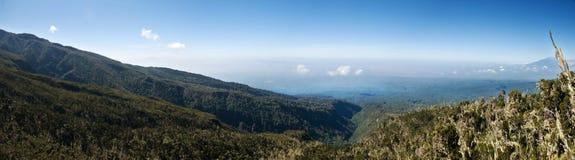 从在Mt Kilimanjaro上面的全景视图 图库摄影