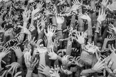 从地狱的手雕象在Wat清莱的,泰国荣Khun 免版税库存图片