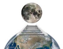 从地球旅行到与梯子概念的月亮 免版税库存图片