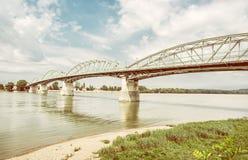 从埃斯泰尔戈姆, Sturovo的匈牙利的玛丽亚瓦莱里亚桥梁,黄色 图库摄影