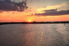 从埃斯特罗海湾日落的新的通行证在博尼塔斯普林斯 库存照片