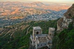 从埃里切镇的看法在西西里岛 库存照片