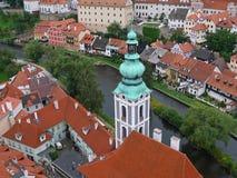 从城堡塔的看法在捷克克鲁姆洛夫古城 免版税库存图片
