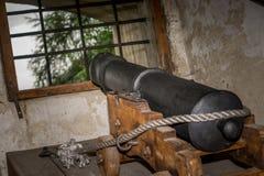 从城堡的大炮生火 库存图片