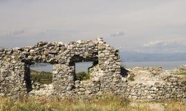 从城堡Skoder riuns的看法在河布纳的阿尔巴尼亚 库存照片