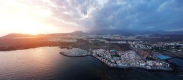从城市的高度的看法大西洋海岸的特内里费岛 图库摄影
