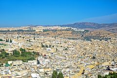 从城市Fes菲斯的天线在摩洛哥 免版税库存图片