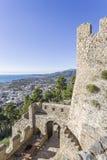 从堡垒墙壁的激动人心的景色Nafpaktos,希腊2018年1月05日 免版税图库摄影
