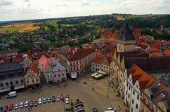 从塔的看法在塔博尔,捷克,8月的中心 库存照片