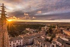 从塞戈维亚del AlcA ¡ zar大教堂和圣安德列斯教会的看法在塞戈维亚西班牙 免版税库存图片