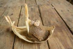 从墨西哥的异乎寻常的pinole冰淇凌,一个阿兹台克玉米在一个地方市场上根据饮料做的冰淇凌 免版税库存照片
