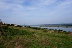 从多布罗加小山和它的胳膊看见的多瑙河  图库摄影