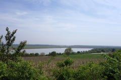 从多布罗加小山和它的胳膊看见的多瑙河  免版税库存照片
