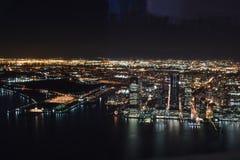 从夜间上面的纽约视图 免版税库存图片