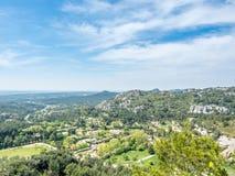 从大别墅des Baux de普罗旺斯的风景视图 图库摄影