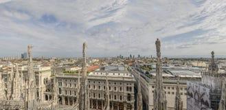 从大教堂屋顶,米兰,意大利的都市风景 免版税图库摄影