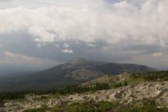 从大Nurgush的山的看法 库存图片