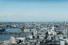 从天空看的泰晤士河和伦敦地平线从事园艺,伦敦 库存照片
