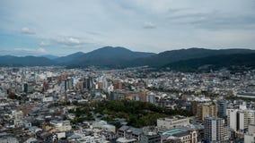 从天空视图塔采取的街市东京天空视图 东京大都会扩展对与摩天大楼的天际和 免版税库存图片
