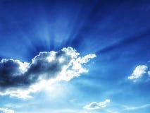 从太阳的光在云彩后 ?? ?? 使用作为背景影像 r 宽背景 免版税图库摄影