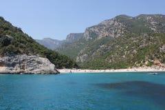 从奥罗塞伊和Gennargentu海湾的海边的国家公园的Cala月/月球海滩  免版税库存图片