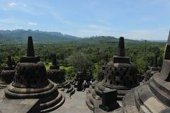 从婆罗浮屠寺庙的顶端看法 库存图片