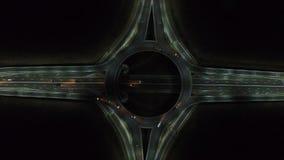 从寄生虫的鸟瞰图在环形交通枢纽,夜 股票录像